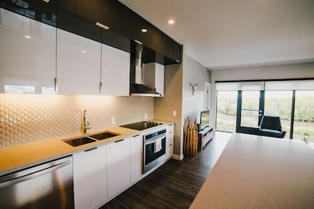 Corporate Stays | LXTX | Modern and stylish 1BR