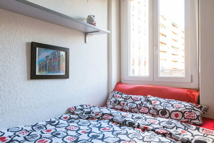 Cozy room close to metro station - Milão