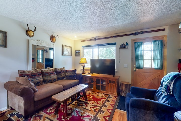 New listing! Mountain condo w/ private balcony & wood-burning fireplace!