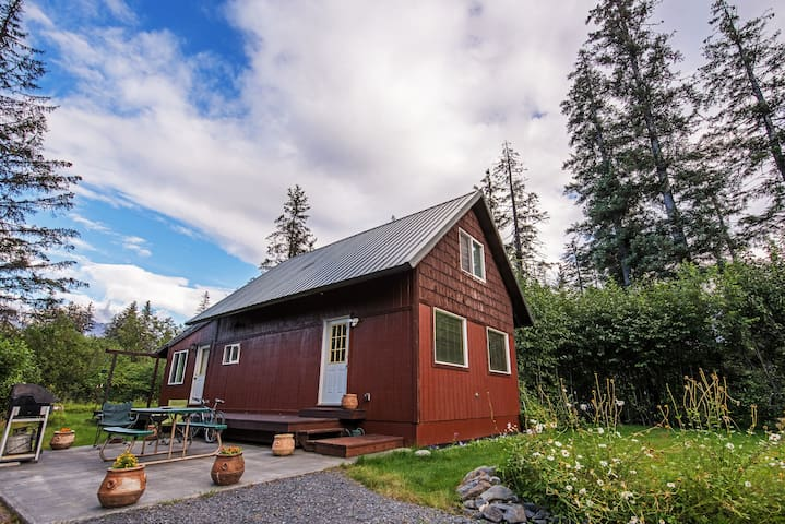 Secluded Seward Home w/Patio-2 Mi to Kenai Fjords