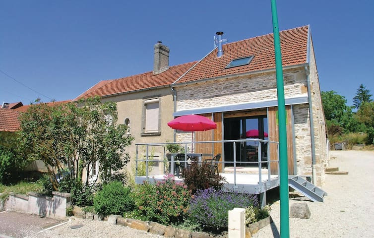Terraced house with 2 bedrooms on 95 m² in Verseilles le Bas