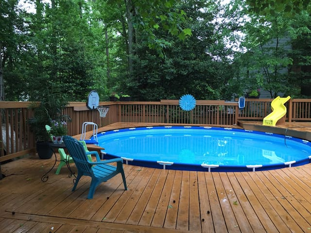 Cozy Family Home Outside of Richmond-with pool! - Richmond - House