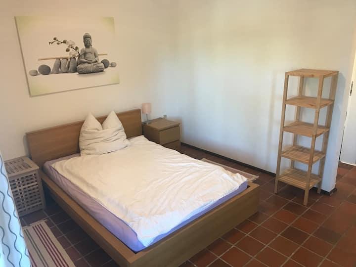 Ein-Zimmer-Apartment mit Balkon