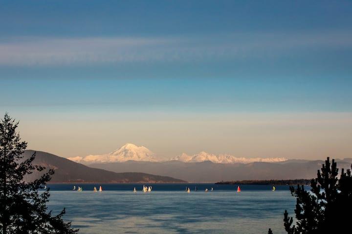 Mount Baker Suite - Stunning Water & Mountain View