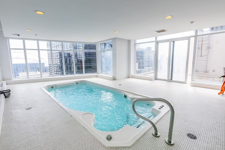 Simply Comfort. Stylish Breeze Condo in Downtown.
