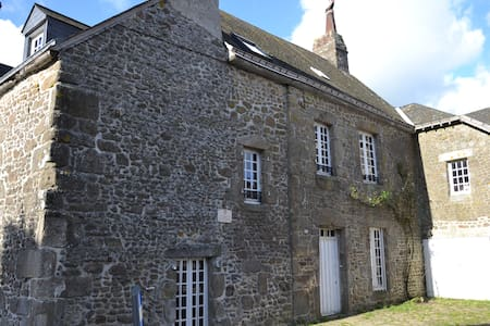 Ancienne maison de famille jardin - Oisseau