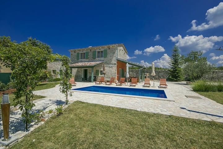 Stone house Villa Ambrogino in Central Istria