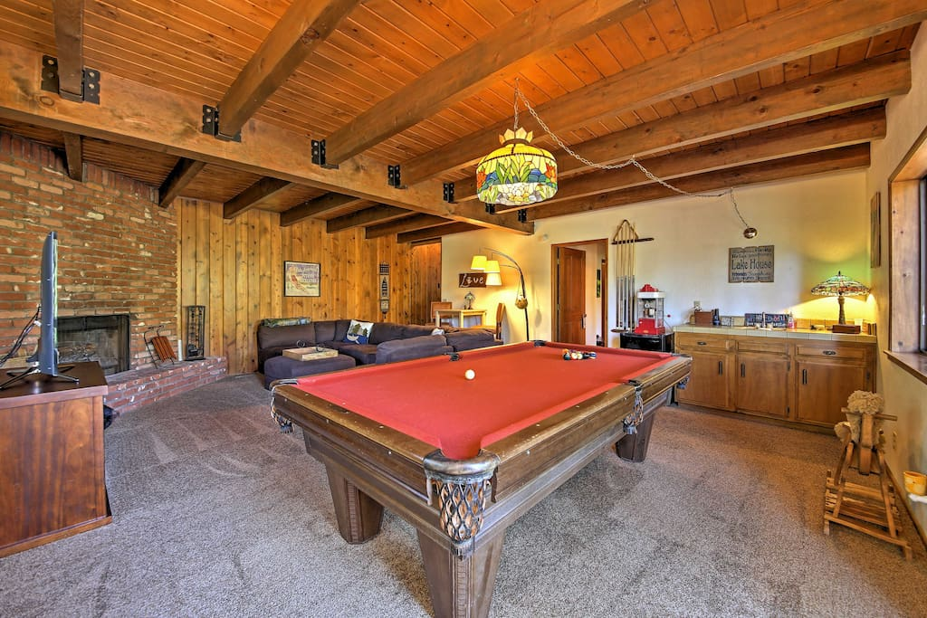 The home offers many great amenities, including a downstairs area with a pool table, bar and flat-screen Smart TV.