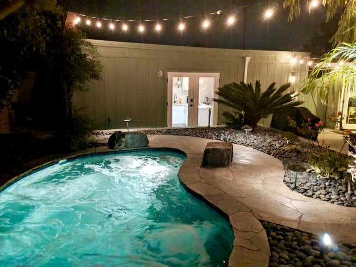 ★Stylish Guest House w/ Resort Style Spa Backyard★