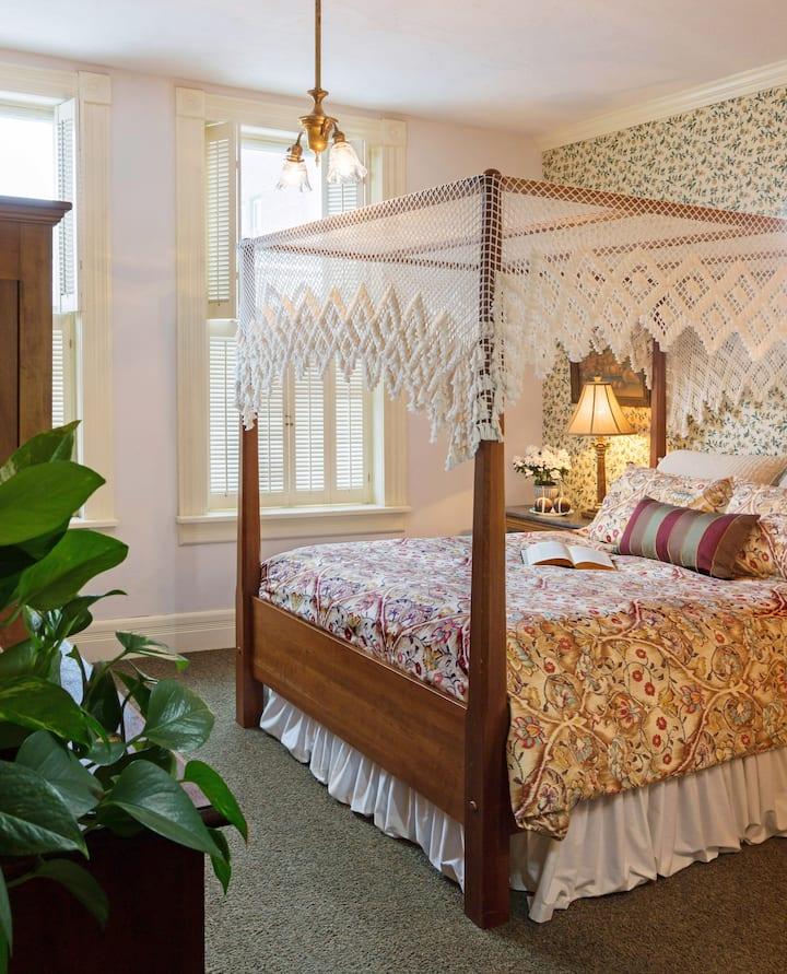 Washington House Inn--Room 102