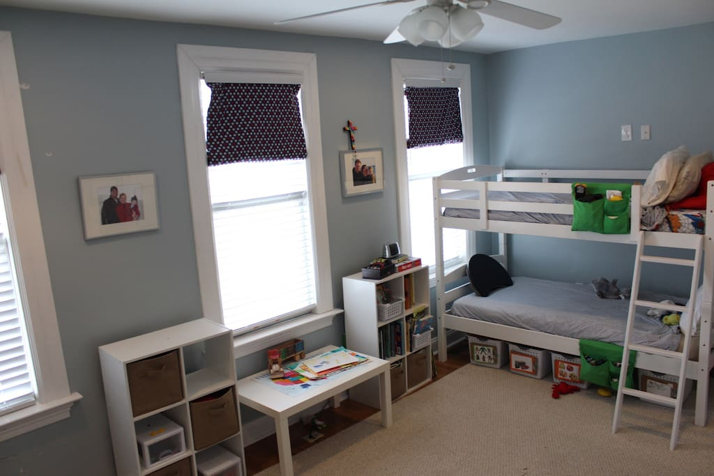 Twin bunk beds in bedroom #2 - feel free to play with any of the toys, too!