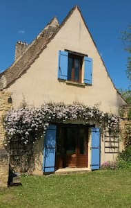 Dordogne Valley, 17th Century stone cottage