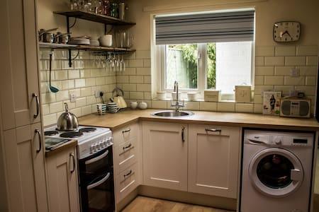 Cosy 2-bed terraced cottage - Beverley - Beverley - Casa