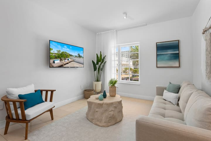 One Bedroom South Beach View on Ocean Drive