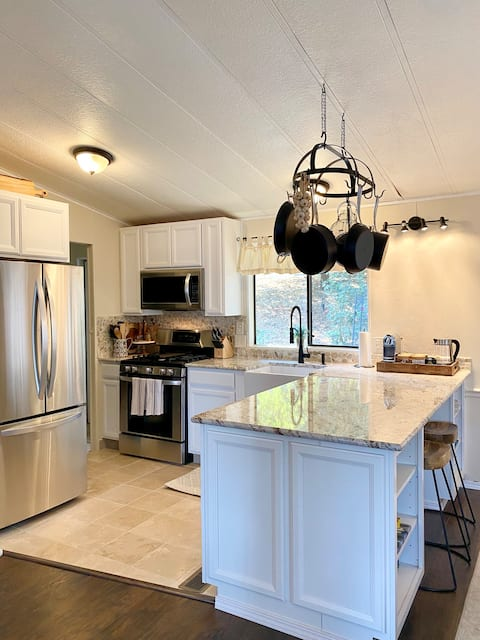 B-B Ranch Cottage~Heart of Gold Country~*HOT TUB*
