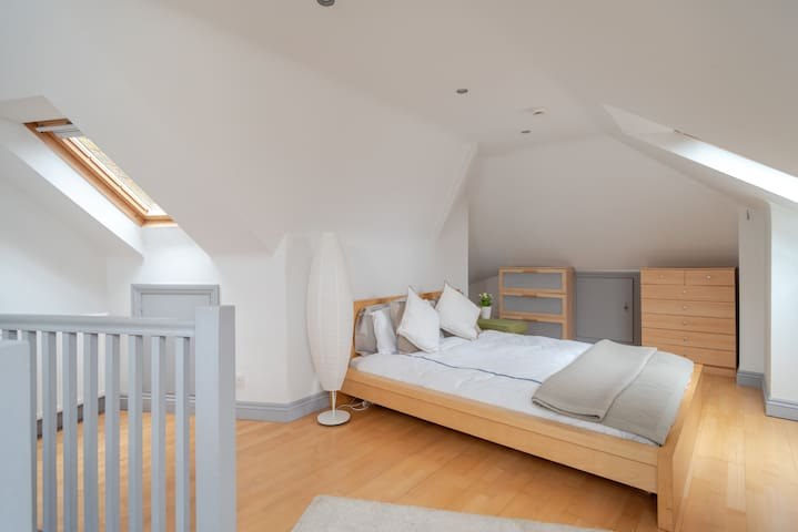 Dreamy large loft bedroom in Hampstead Village