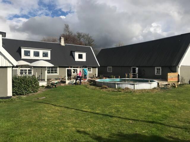 Rymlig Skånelänga nära Falsterbo. - Vellinge N - House