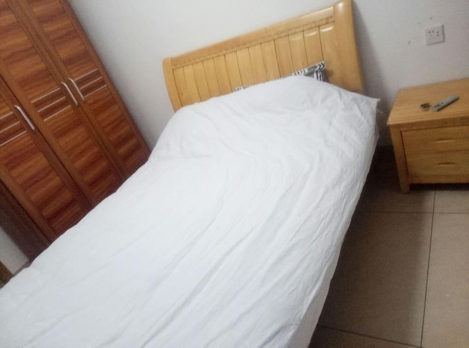 次卧的房间