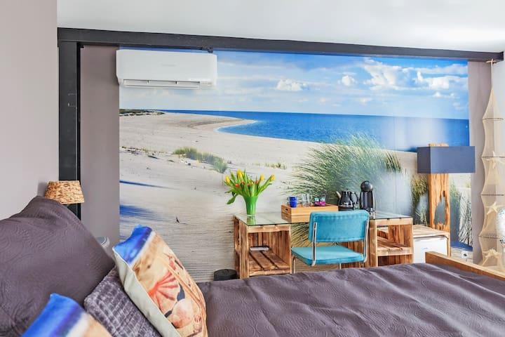 Beautiful B&B in flowerfields - Beach room