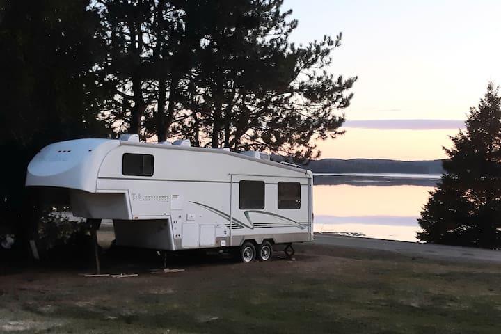 RV ON THE LAKE