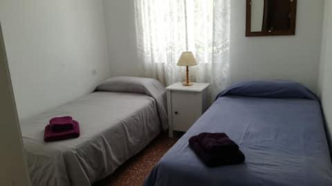 Habitación privada con desayuno en Sant Lluís