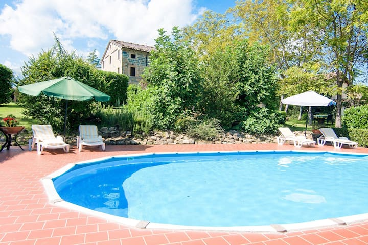 Magnificent Holiday Home in Amandola with 2 Private Pools