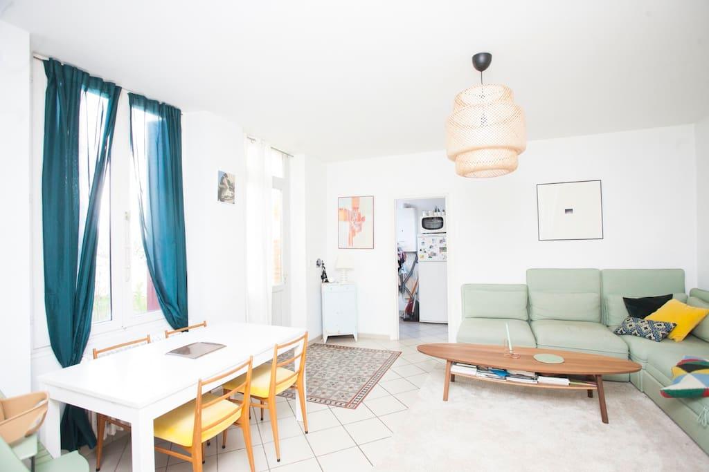 Salon avec canapé lit confortable (véritable sommier à lattes)
