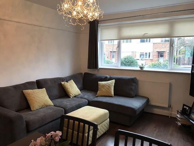 Lovely flat close to tube in Pinner