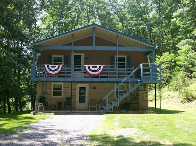 Hideaway Rental House w/HOT_TUB  at SMOKE HOLE, WV