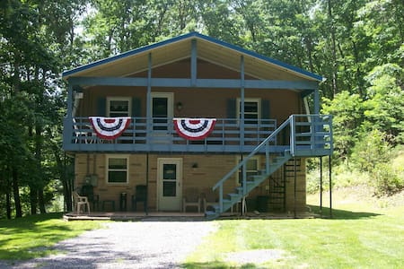 Hideaway Rental w/HOT_TUB  at SMOKE HOLE WV / WIFI