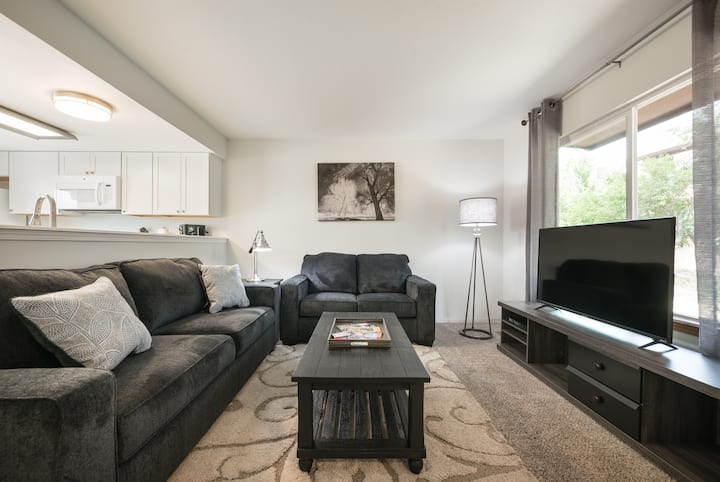 ★Wow! What a Find! Stunning 2BR, 2BA Townhouse★
