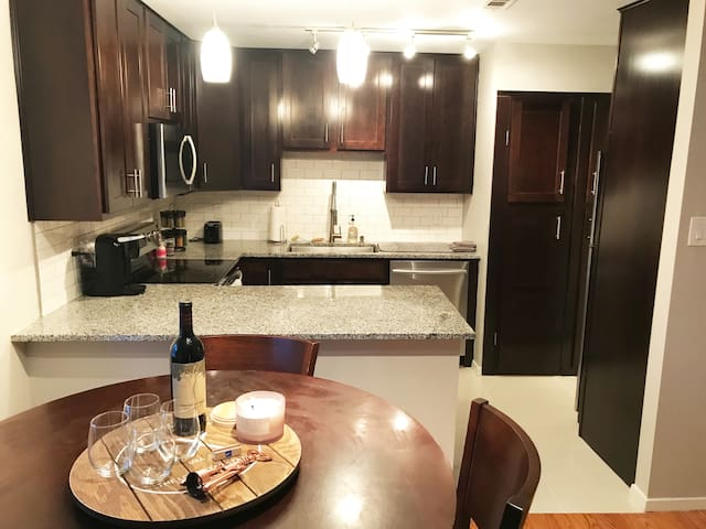 1 bedroom condo in Medical District, near Uptown