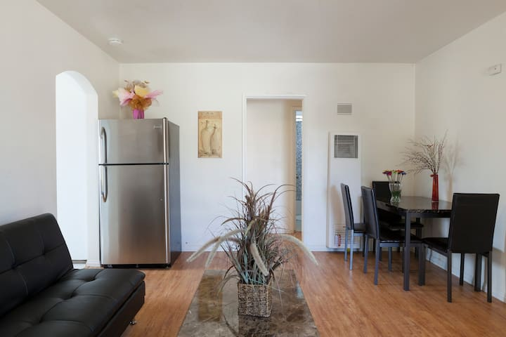 Awesome 2 bed 1bath,Heart of Alhambra!