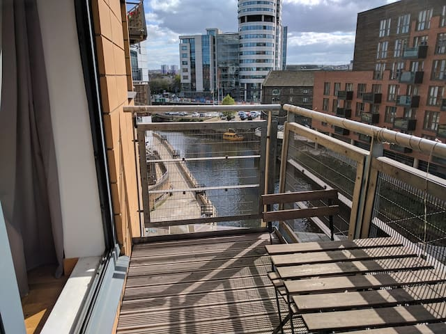 Sunny Balcony Overlooking the River - Leeds - Apartment