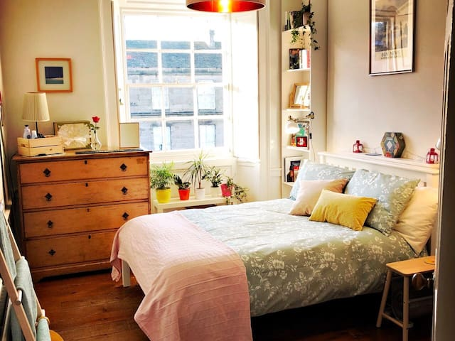 Spacious City Centre New Town Double Room