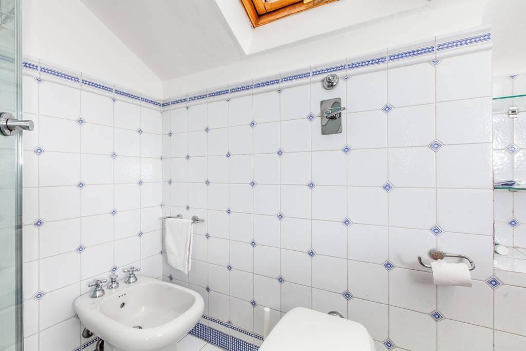 Il bagno privato adiacente la stanzetta