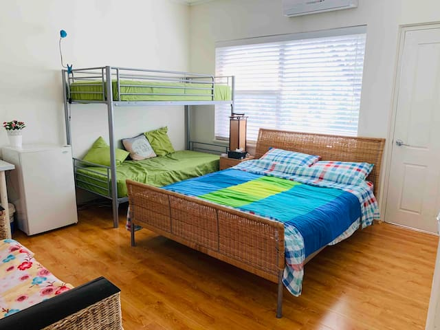 Bunk+Queen bedroom-take up to 4 with private bath