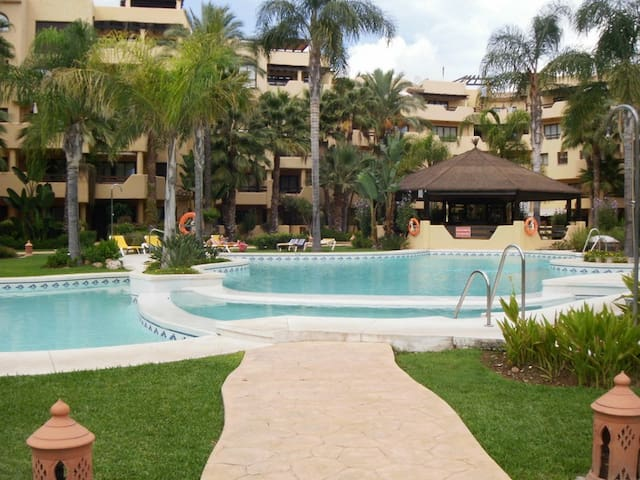 Beautiful apartment - 50 meters from the beach - Estepona - Pis