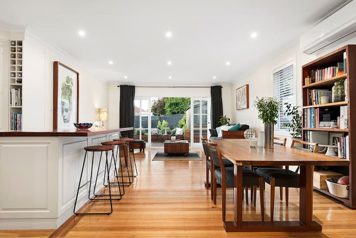 Clean, Comfortable Private Room Close to Melbourne