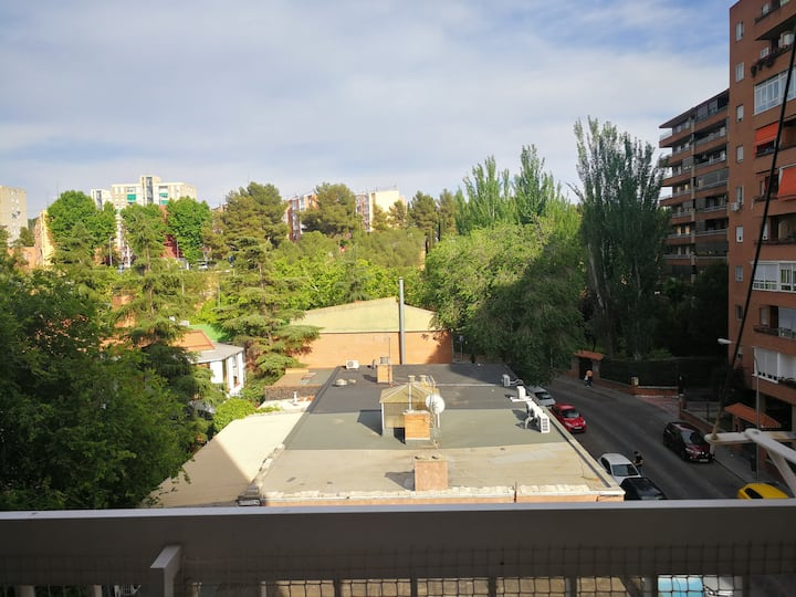 Close to Estadio de Vallecas, Free Parking