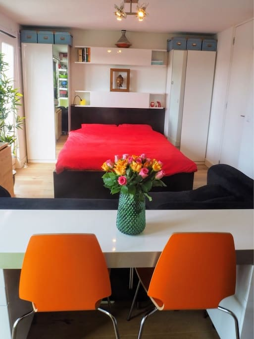Eating, relaxing & sleeping in one view: cosy but everything needed for a comfortabel stay in Amsterdam
