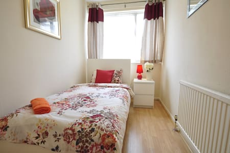 (WE-2) COSY ROOM FOR 1 CLOSE TO STEPNEY GREEN PARK - Londen