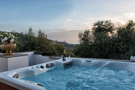 House with Jacuzzi and perfect Sea View