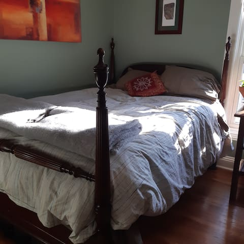 Sunny Bedroom in Artist's Home near McMaster