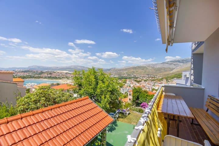 Sunny and cosy apartment near Split 3Rooms&Balcony