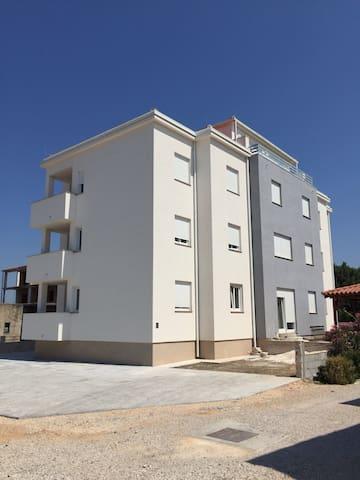 Dvoetažni penthouse sa dvije sobe - Biograd na Moru - Appartement