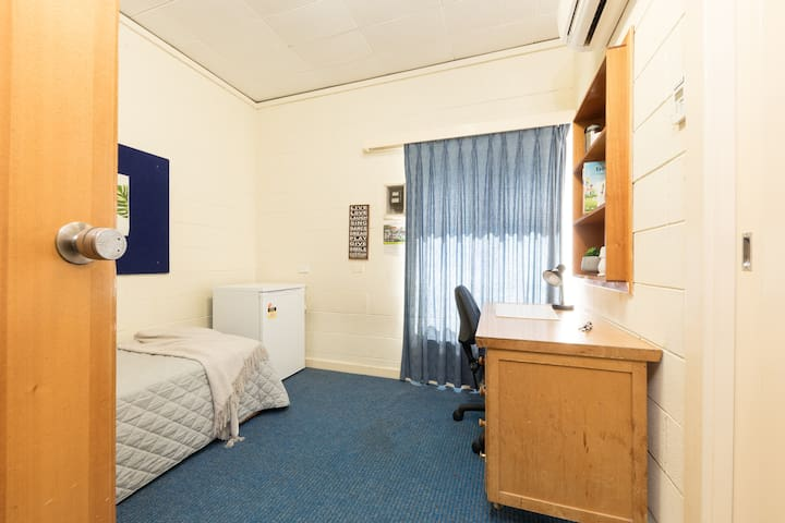 Individual Room w shared bathroom. North Adelaide