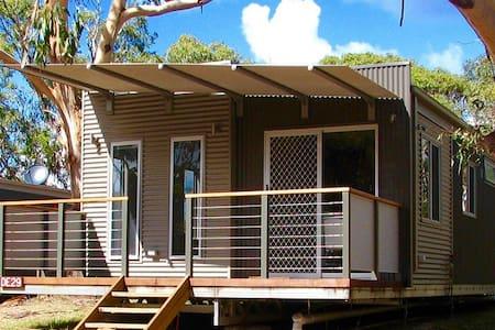 Bimbi Park - Family 3 Bedroom Cabin with bathroom