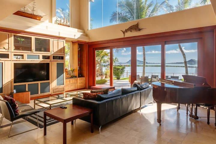 Sea Breeze Estate~Ocean/Pool/Hot tub 28 ppl