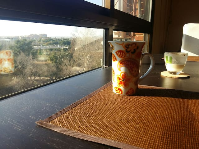 Room With  Double Bed. Near Center 5 min by metro, - València - Apartment